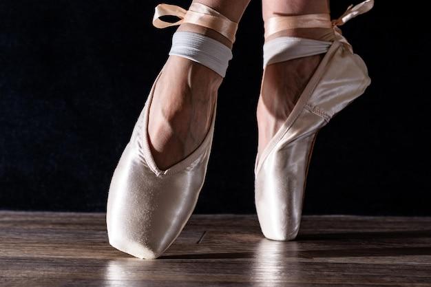 Pieds de ballerine dansante