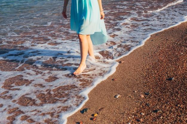 Pieds de femme dans le sable