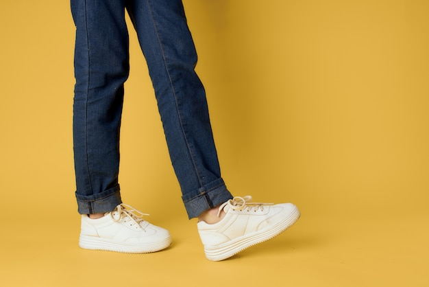 Pieds jeans chaussures de mode baskets blanches