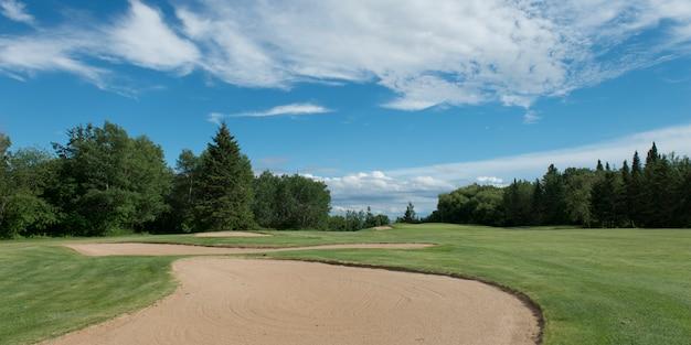 Piège à sable dans un terrain de golf, parc provincial hecla grindstone, manitoba, canada