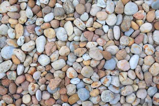 Pierre de galets de couleur sur le sol pour le fond de texture.