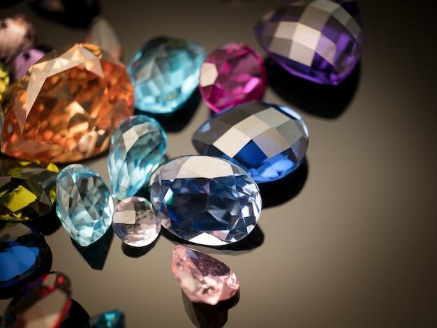 Pierre gemme multicolore
