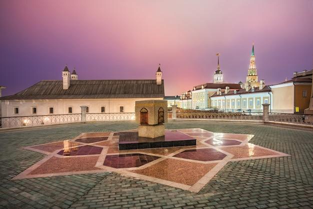 La pierre d'hypothèque de kul-sharif dans le kremlin de kazan une nuit d'hiver