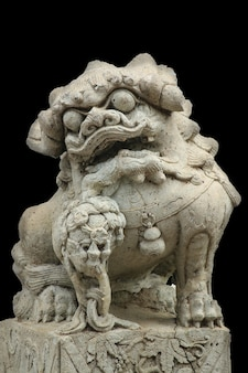 Pierre sculptée dans un lion.