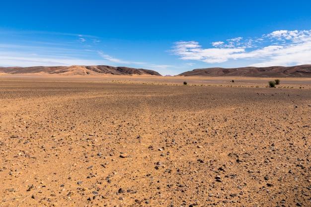 Pierres dans le désert du sahara