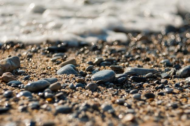 Pierres de soleil d'une plage, pierres abandonnées