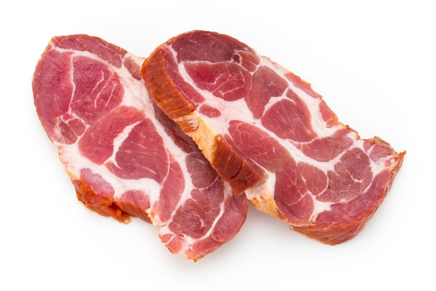 Pieu de viande de porc frais isolé