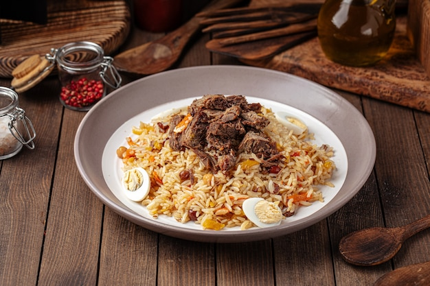 Pilaf de plat national ouzbek avec du riz et de la viande