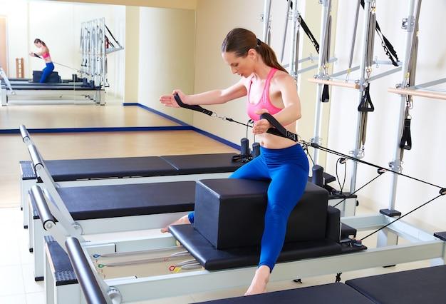 Pilates reformer femme courte boxe dos
