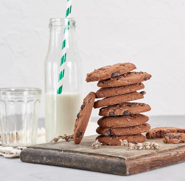 Pile de biscuits au chocolat ronds