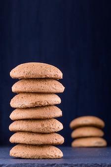 Pile de biscuits maison biscuits à l'avoine