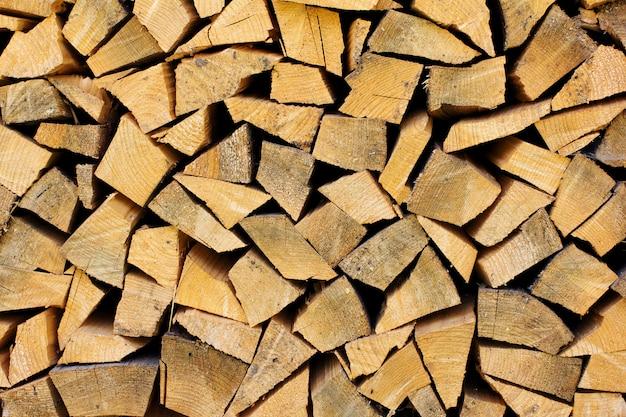 Pile de bois de chauffage comme fond en bois