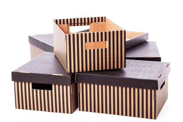 Pile de boîtes rayées