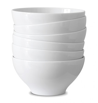 Pile de bol blanc isolé sur blanc avec un tracé de détourage