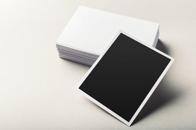 Pile de cartes de visite blanches vierges
