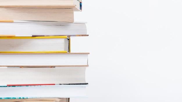 Pile de copie-espace de livres