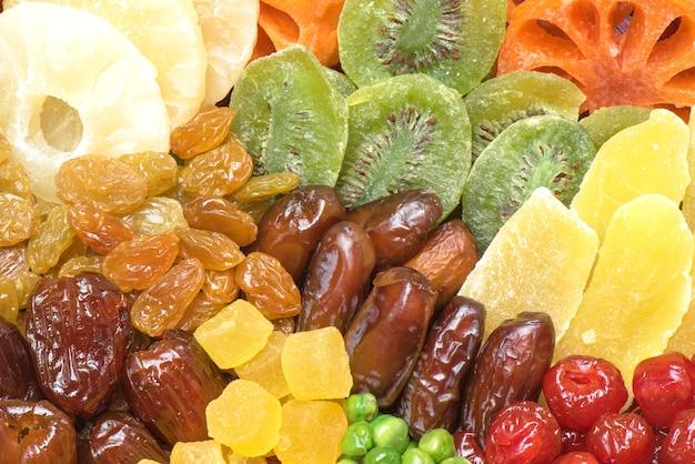 Pile de différents fruits secs pour manger sainement, variation arrangement de fruits secs