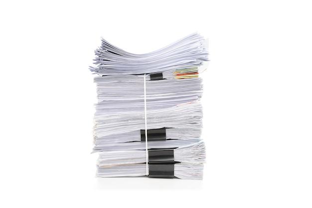Pile de documents isolé sur blanc. pile de documents.