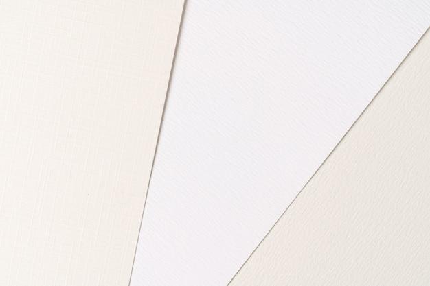 Pile de feuilles de papier carton blanc avec espace copie