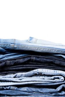 Une pile de jeans