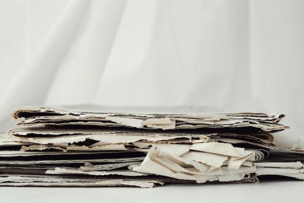 Pile de journaux avec copyspace