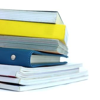 Pile de livre sur un fond blanc