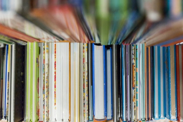 Pile de livres colorés