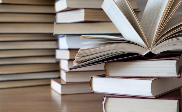 Pile de livres. concept de l'éducation