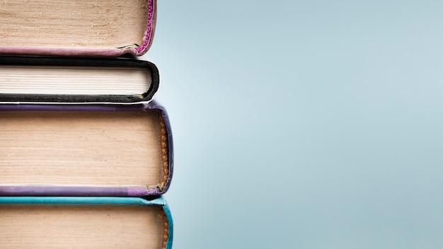 Pile de livres avec espace de copie