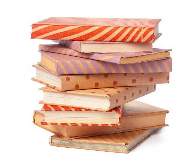 Pile de livres isolés sur blanc