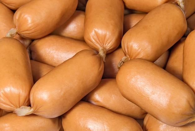 Pile de mini saucisses savoureuses produits alimentaires et carnés