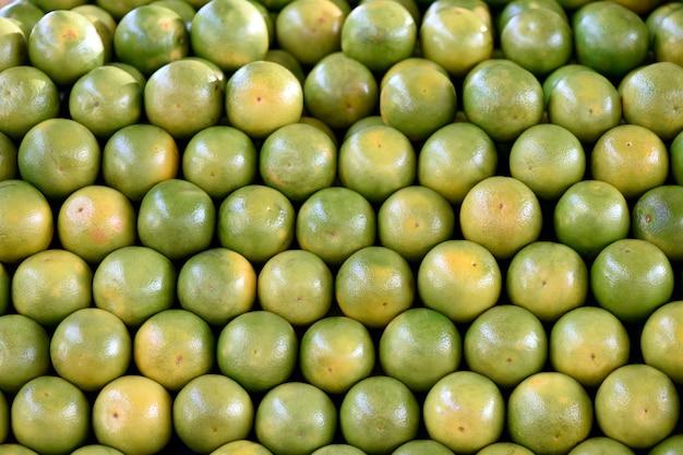 Pile d'oranges avec symétriquement arrangé