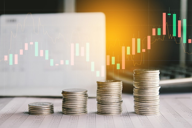 Pile de pièces d'argent avec le concept d'investissement financier graphique commercial peut être utilisé comme arrière-plan