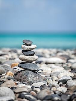 Pile de pierres zen équilibrée
