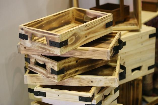 Pile de plateau en bois