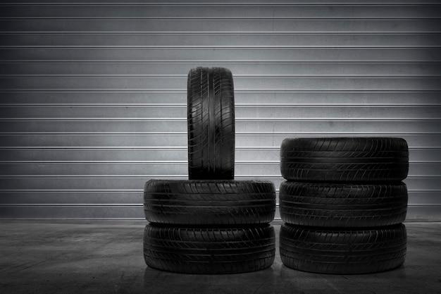 Pile de pneus de voiture