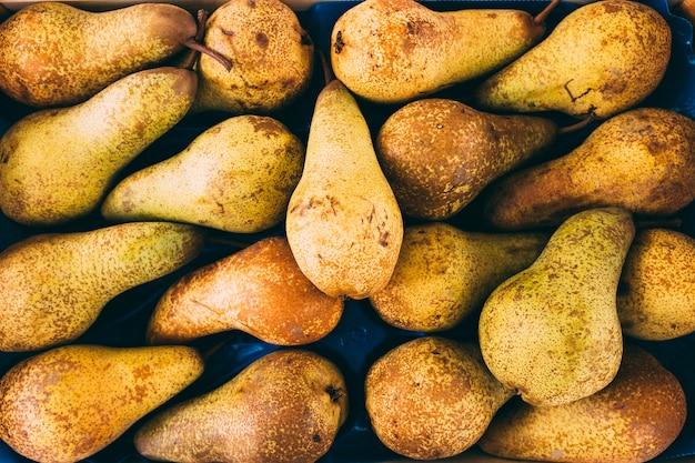 Pile de poires délicieuses