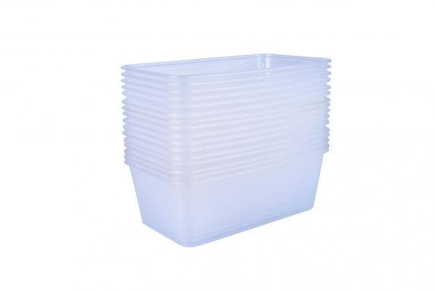 Pile de récipient de nourriture en plastique isolé sur blanc