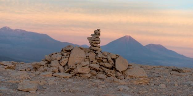 Pile de roches et de galets, vallée de la mort, san pedro de atacama, province d'el loa, région d'antofagasta,