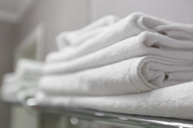 Pile de la serviette blanche