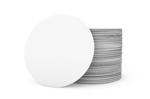 Pile de sous-bocks vierges sur fond blanc