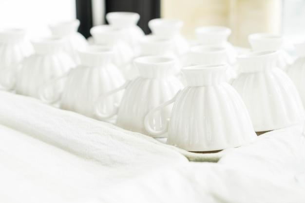 Pile de tasse à café claire
