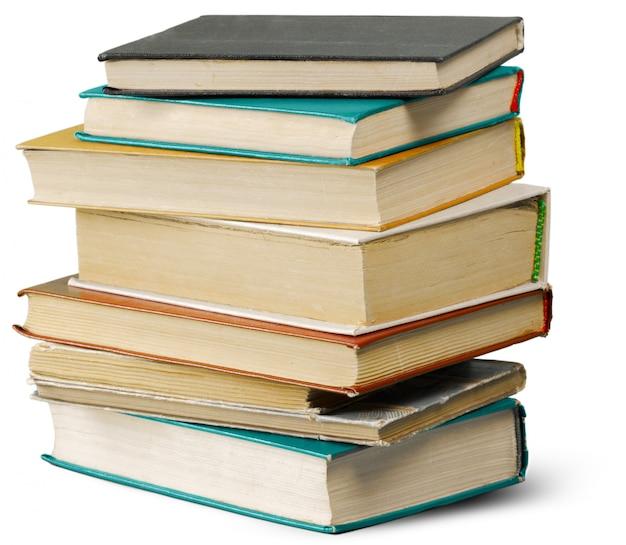 Pile de vieux livres isolés
