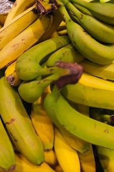 Pileof savoureuses bananes
