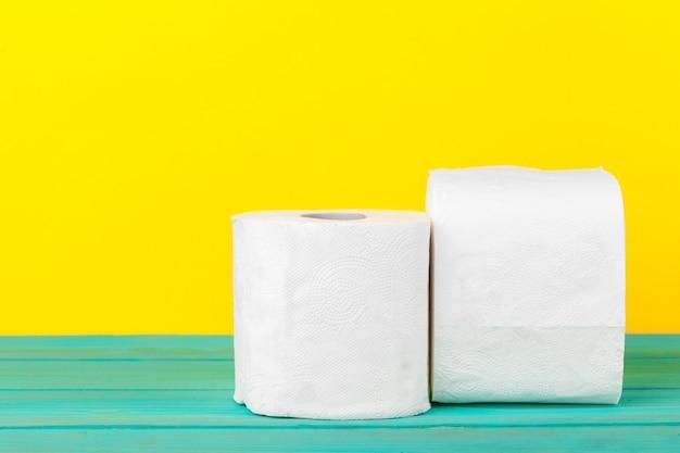 Piles de papier toilette