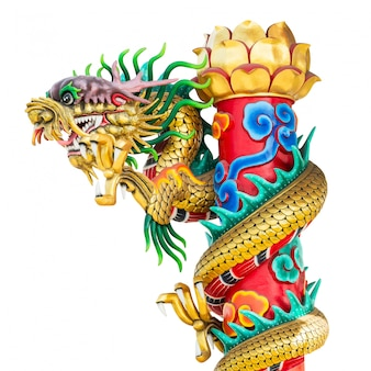 Pilier de statut de dragon d'or isolé sur blanc