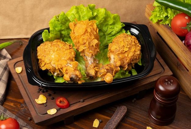 Pilons de poulet croustillants grillés à la kfc avec craquelins