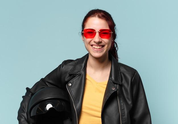 Pilote de moto femme tty avec un casque de sécurité