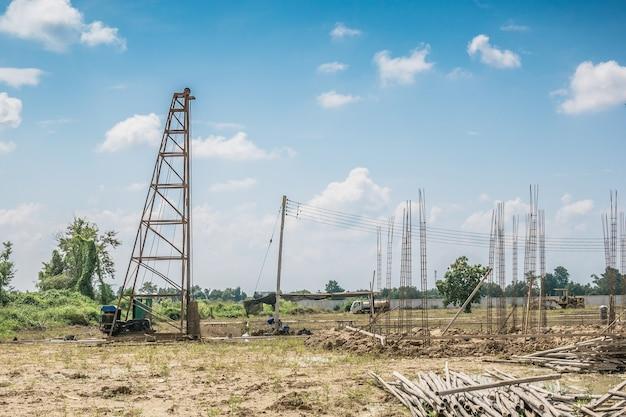 Pilote de pile au chantier de construction de bâtiments