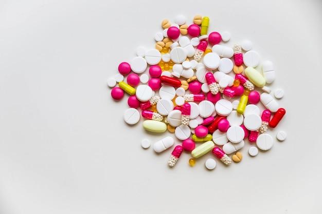 Pilules et capsules assorties